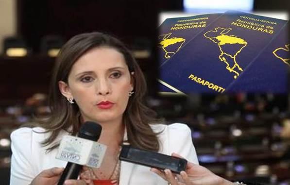Carolina Menjivar pasaportes